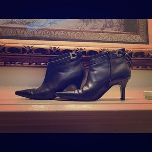 Ferragamo black leather pointed heeled boots